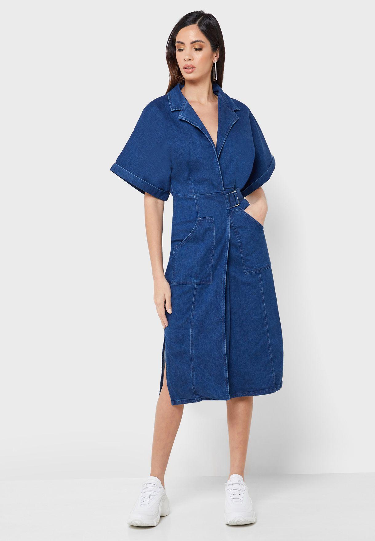 فستان جينز بنمط لف