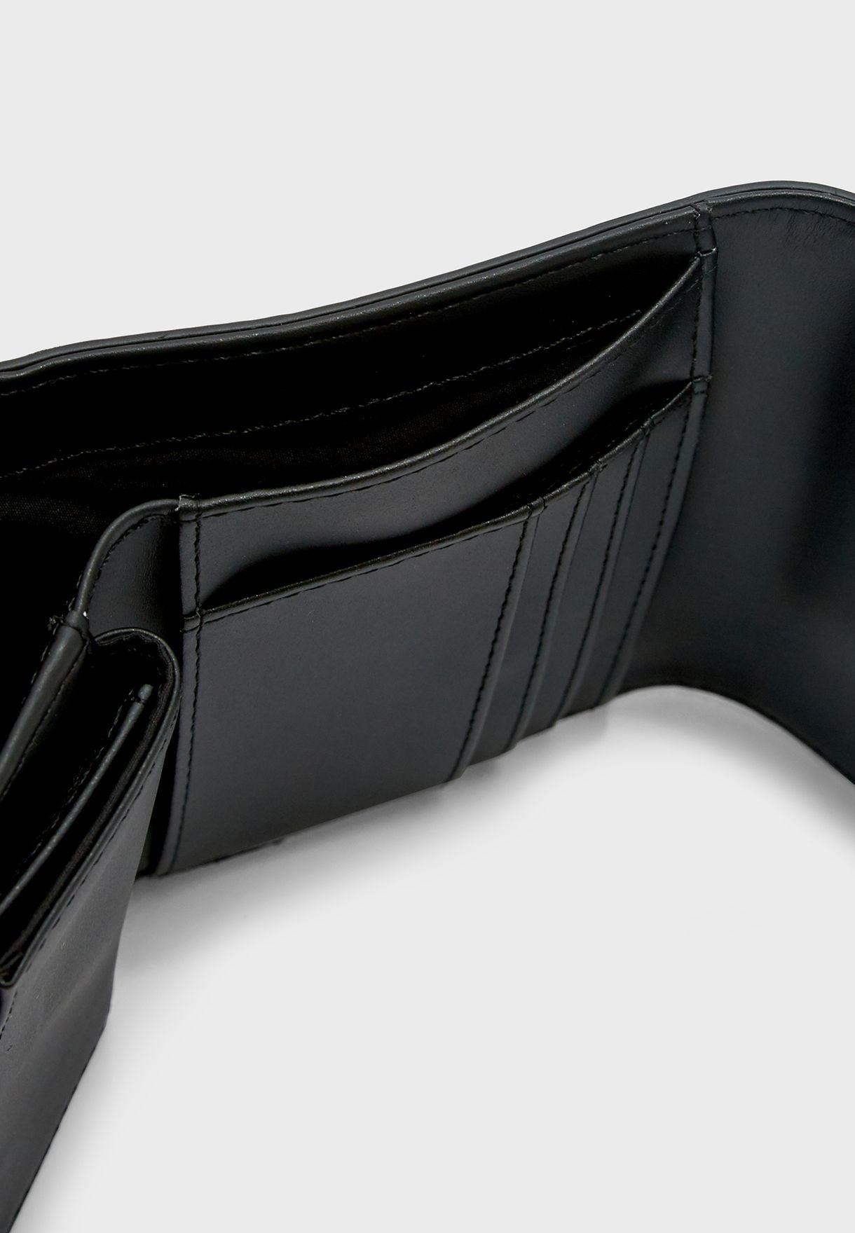 حقيبة نسائية مطوية متوسطة الحجم