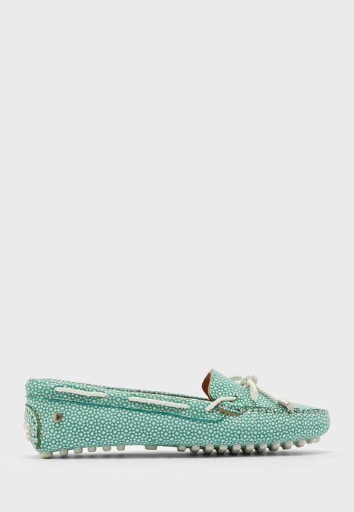 حذاء مطبع مزين بفيونكة