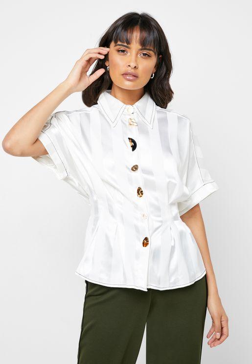 قميص بأربطة
