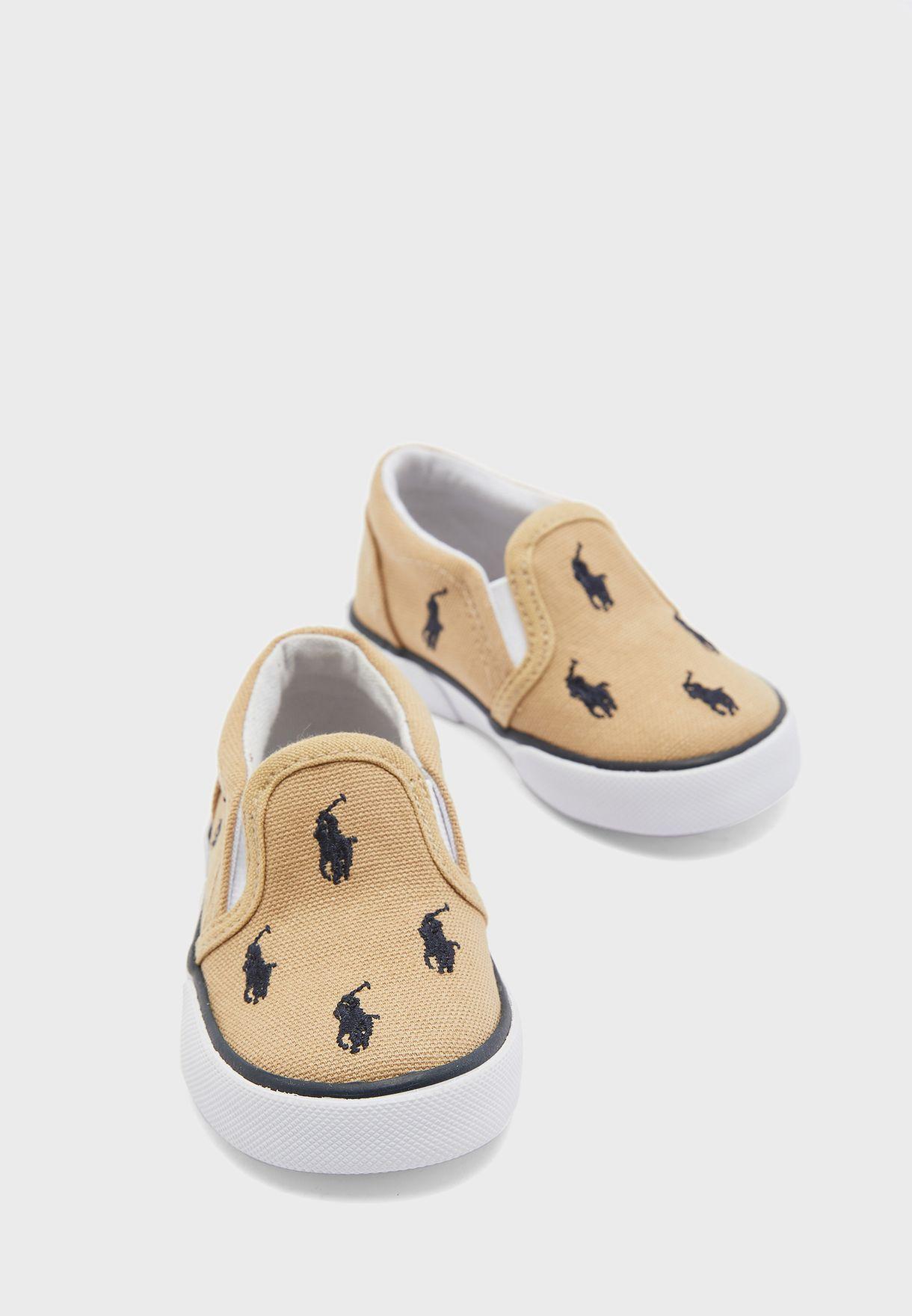 حذاء بتداخلات مطاطية