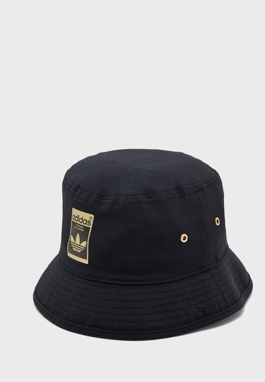 قبعة بشعار الماركة