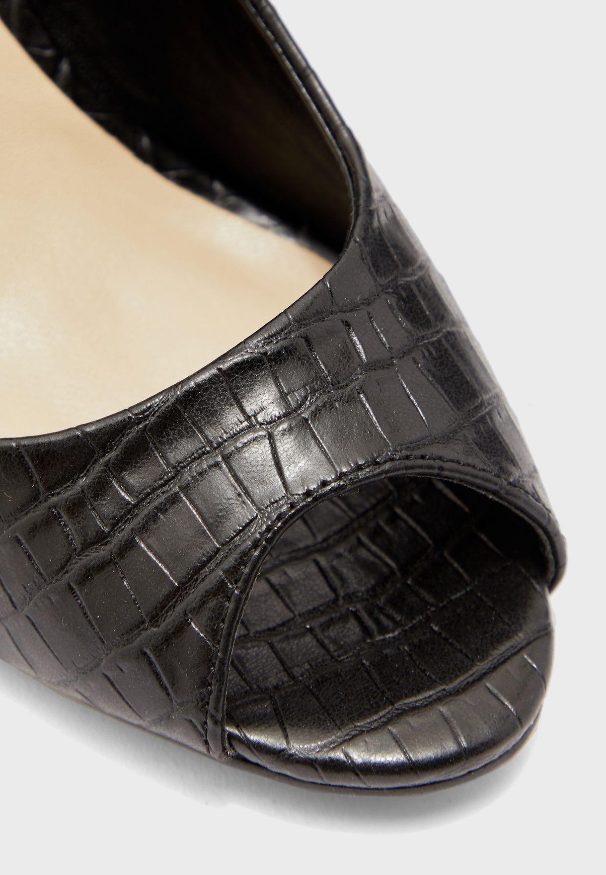 حذاء مفتوح من الامام