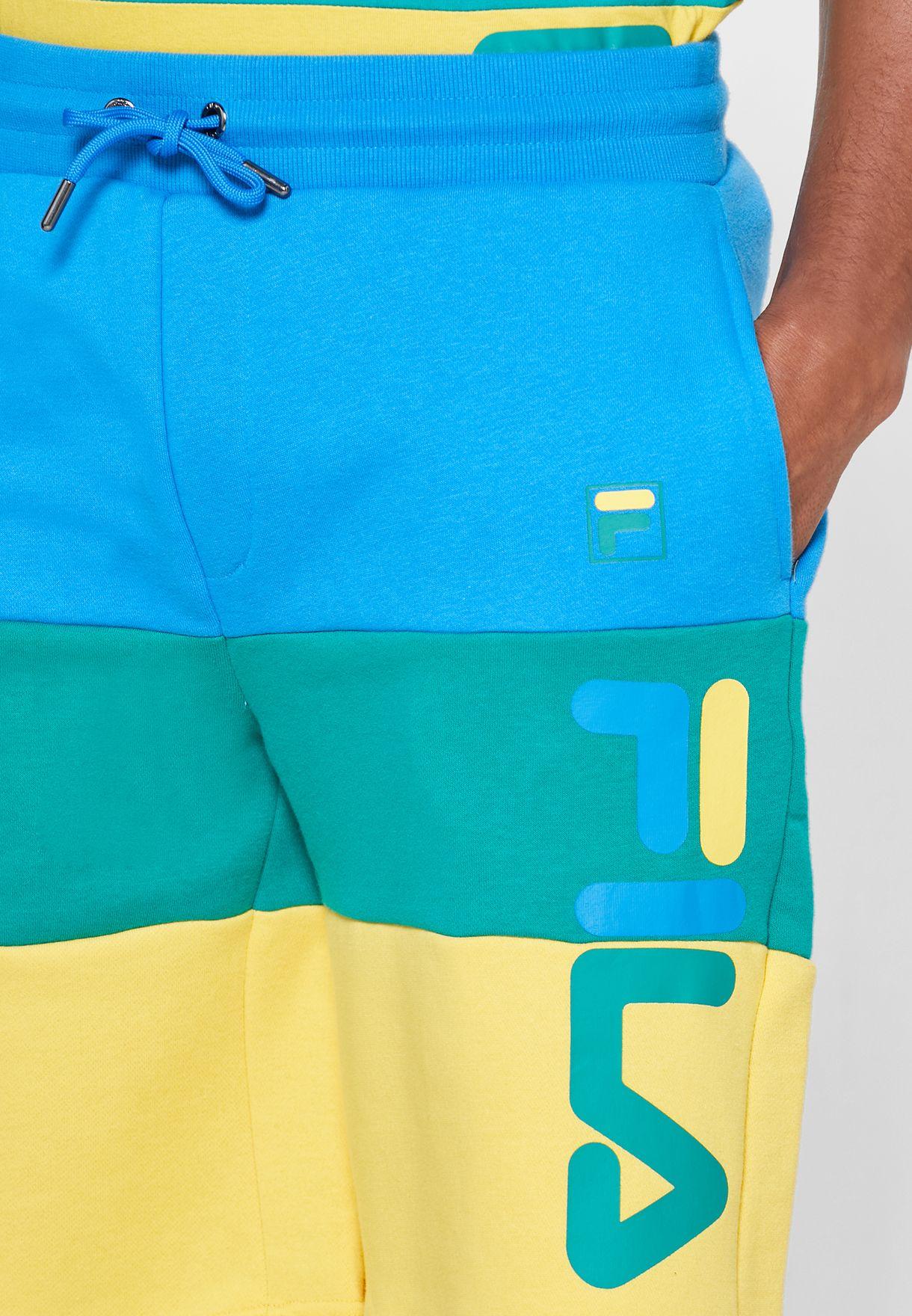 شورت ذو جيوب مزين بشعار الماركة
