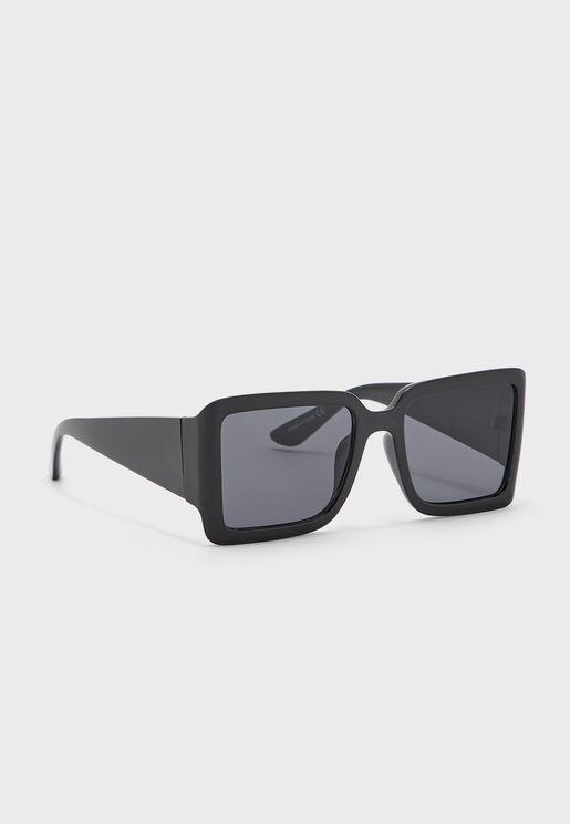 نظارة شمسية كبيرة