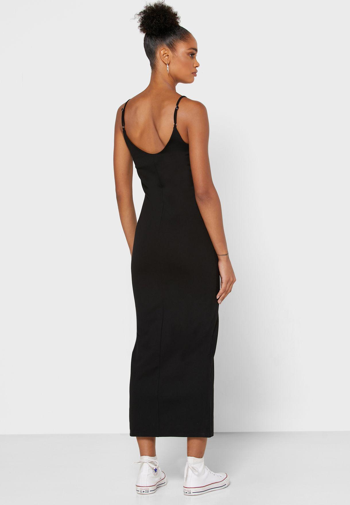 فستان بياقة U
