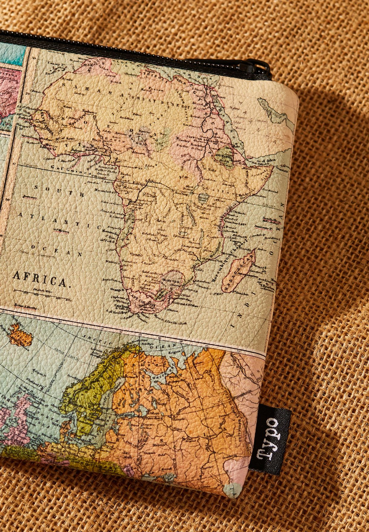 مقلمة بطبعات خريطة