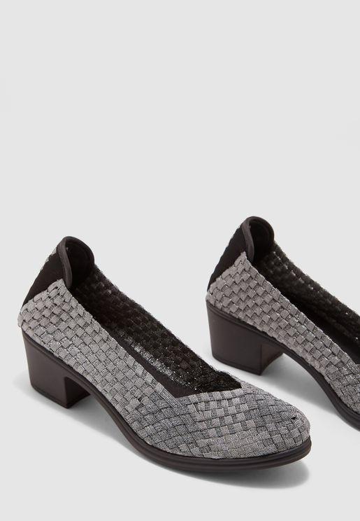 حذاء محبوك بكعب قصير