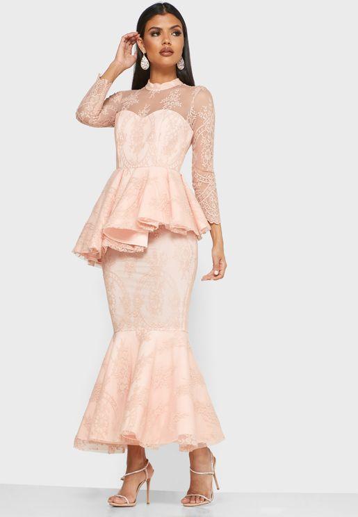 فستان دانتيل بخصر بيبلوم