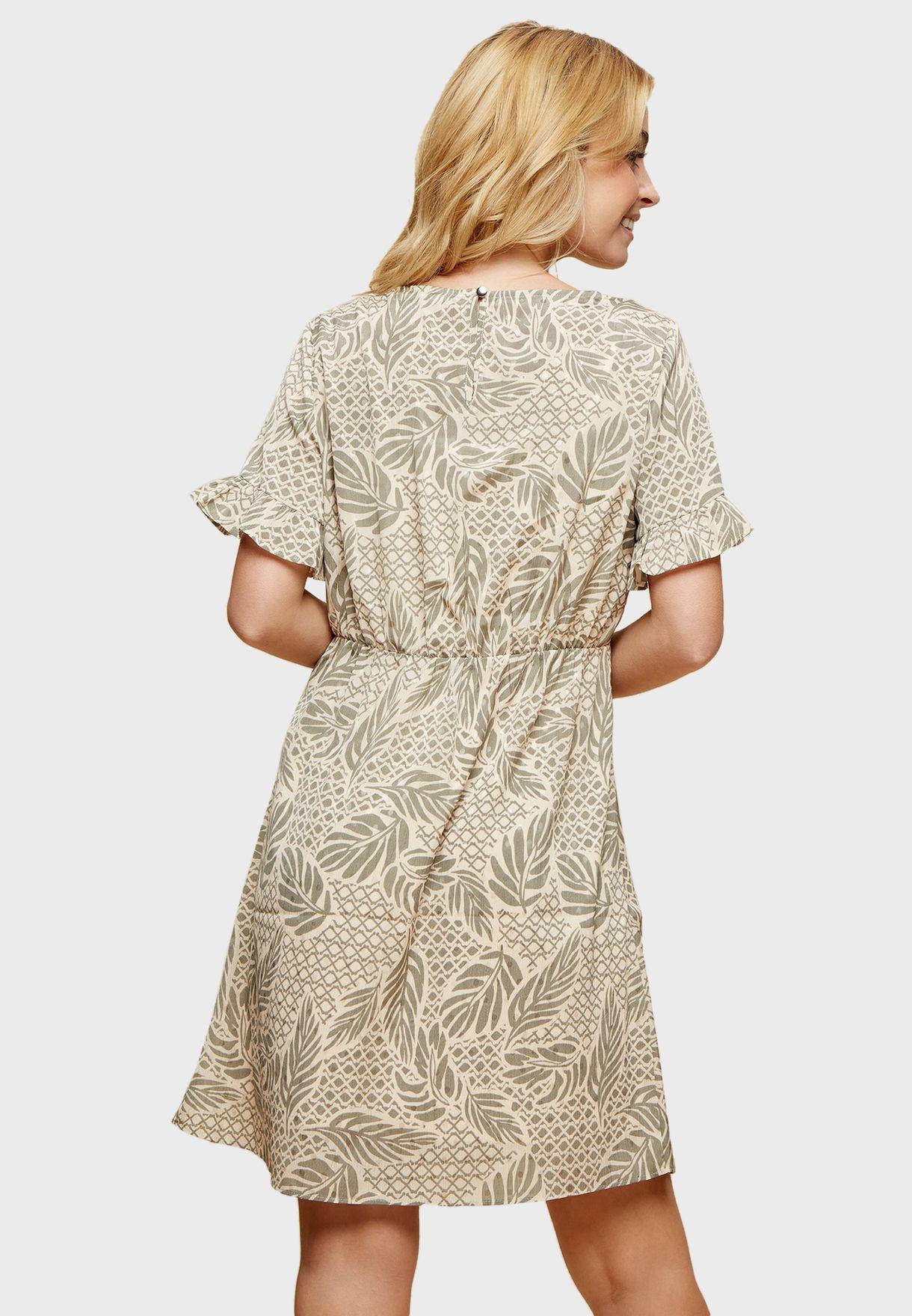 فستان بأكمام مكشكشة وطبعات أوراق أشجار