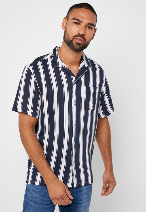 قميص مزين بخطوط