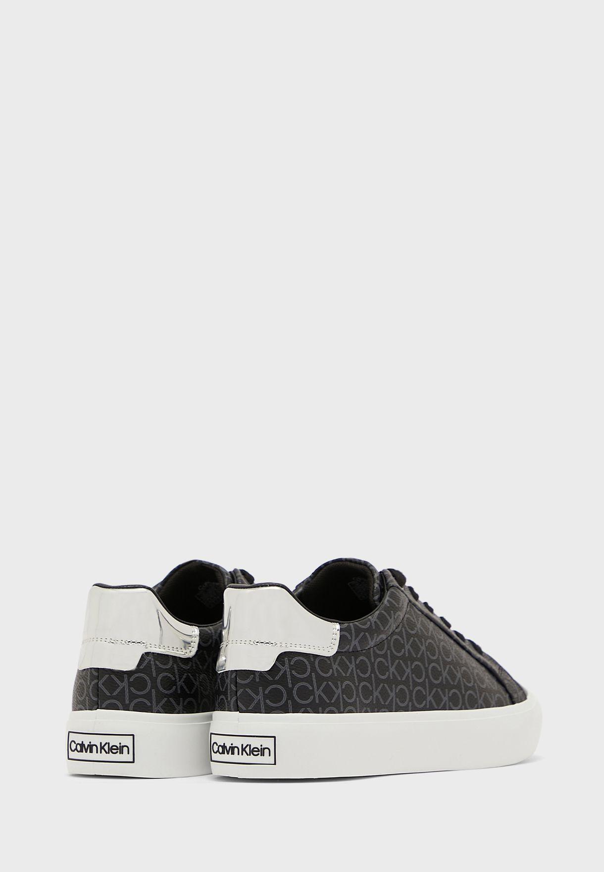 Vulc Low Top Sneakers