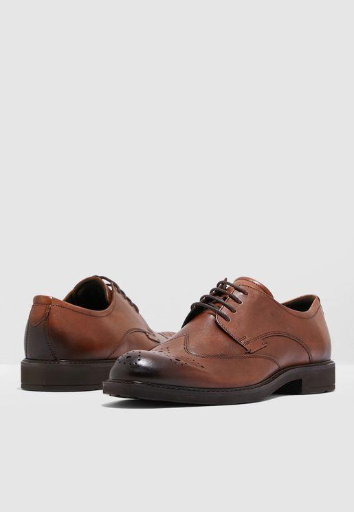 حذاء كلاسيكي بنمط بروك