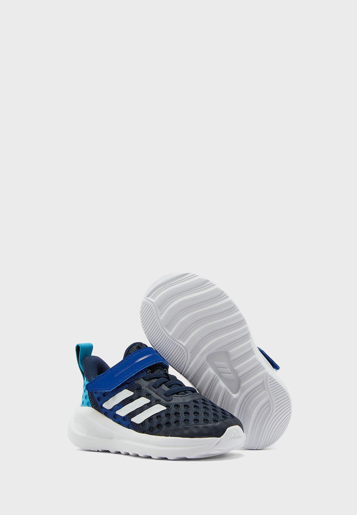 حذاء رياضي بشريط فلكرو