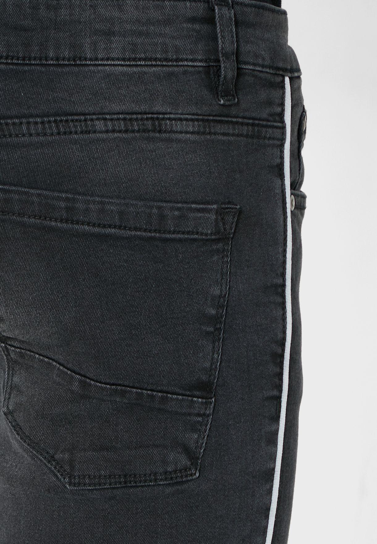 جينز مخطط الجوانب