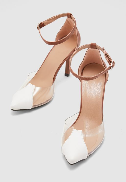 حذاء بأجزاء شفافة