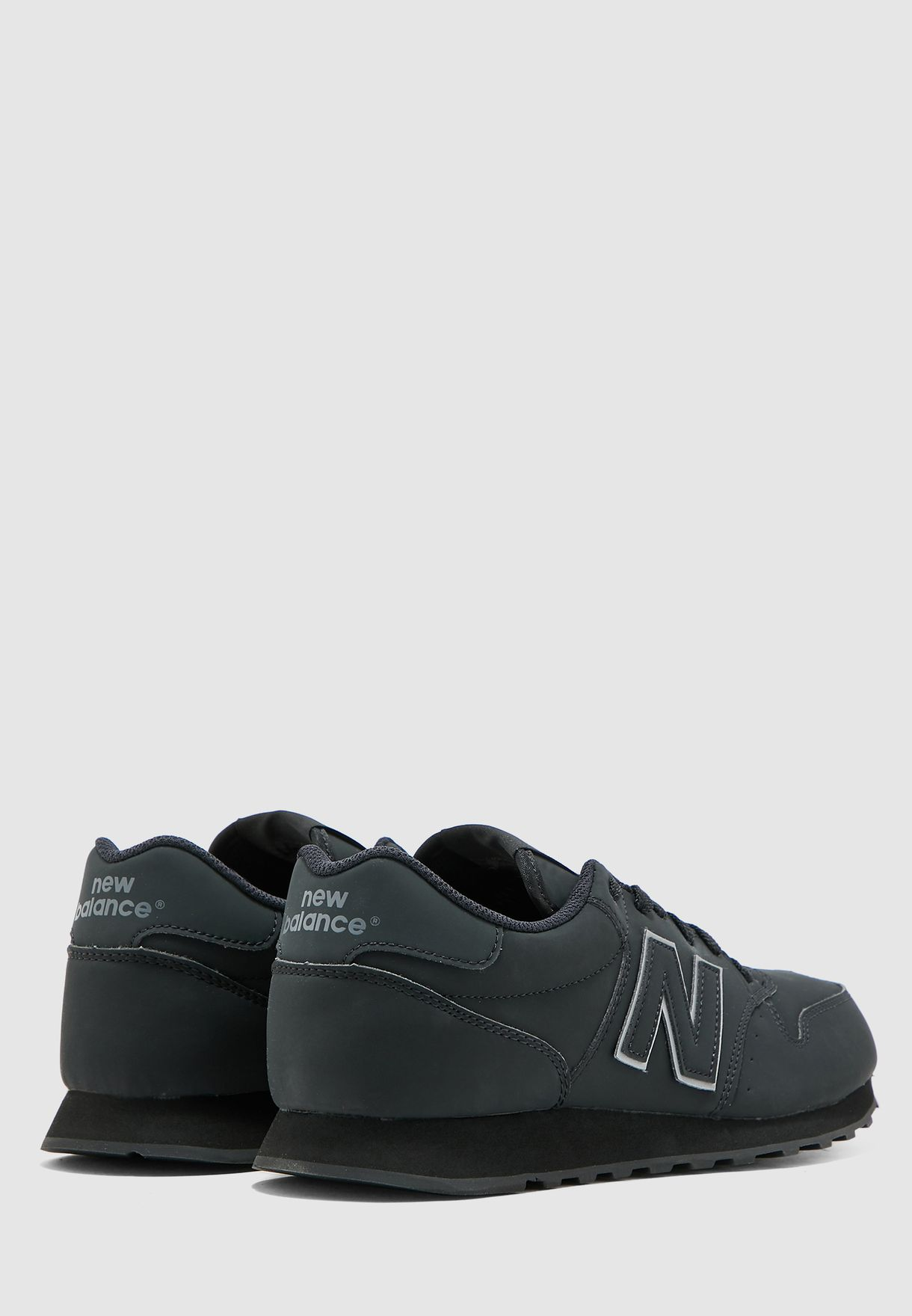 حذاء رياضي 500