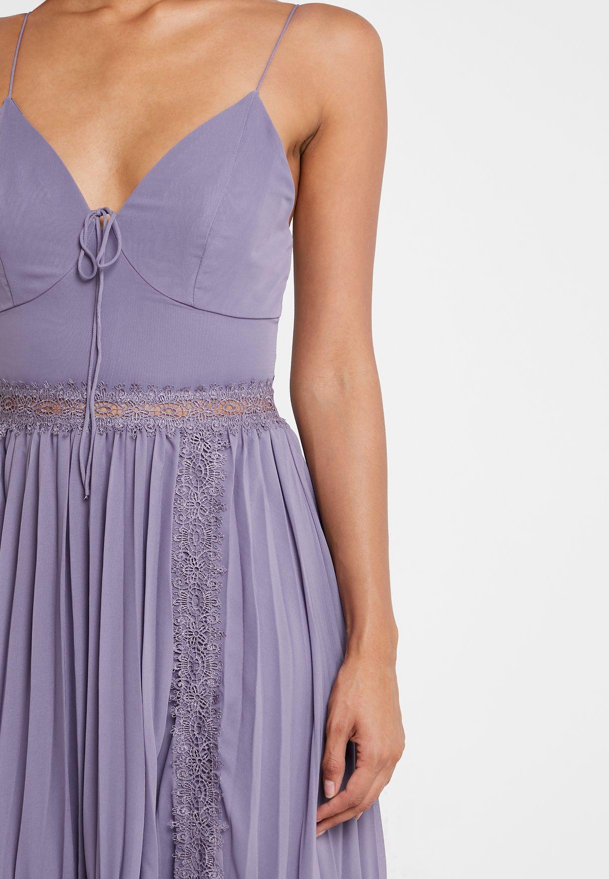 فستان بحمالات متعدد الطبقات