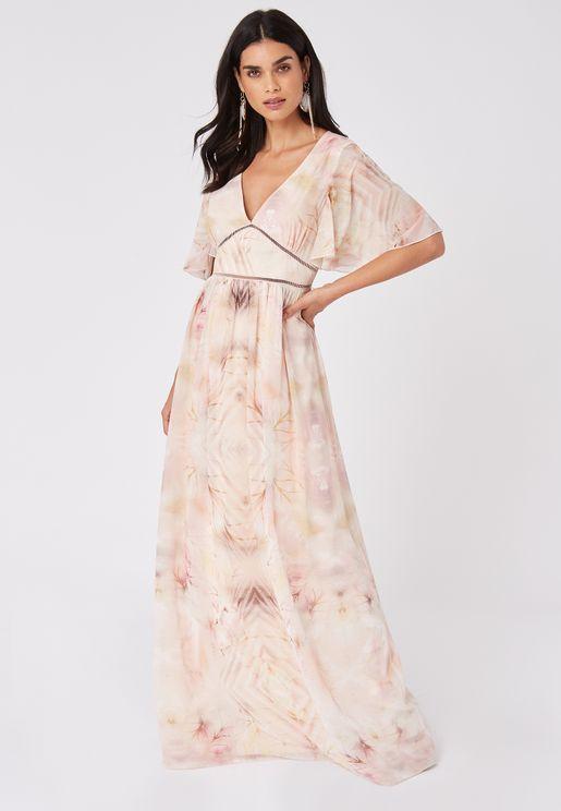 فستان مطبع بياقة عميقة