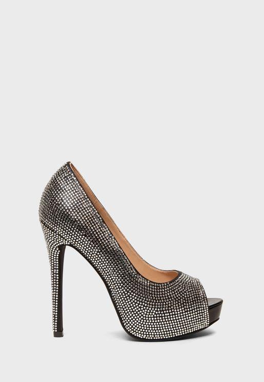 حذاء مزين بالاحجار