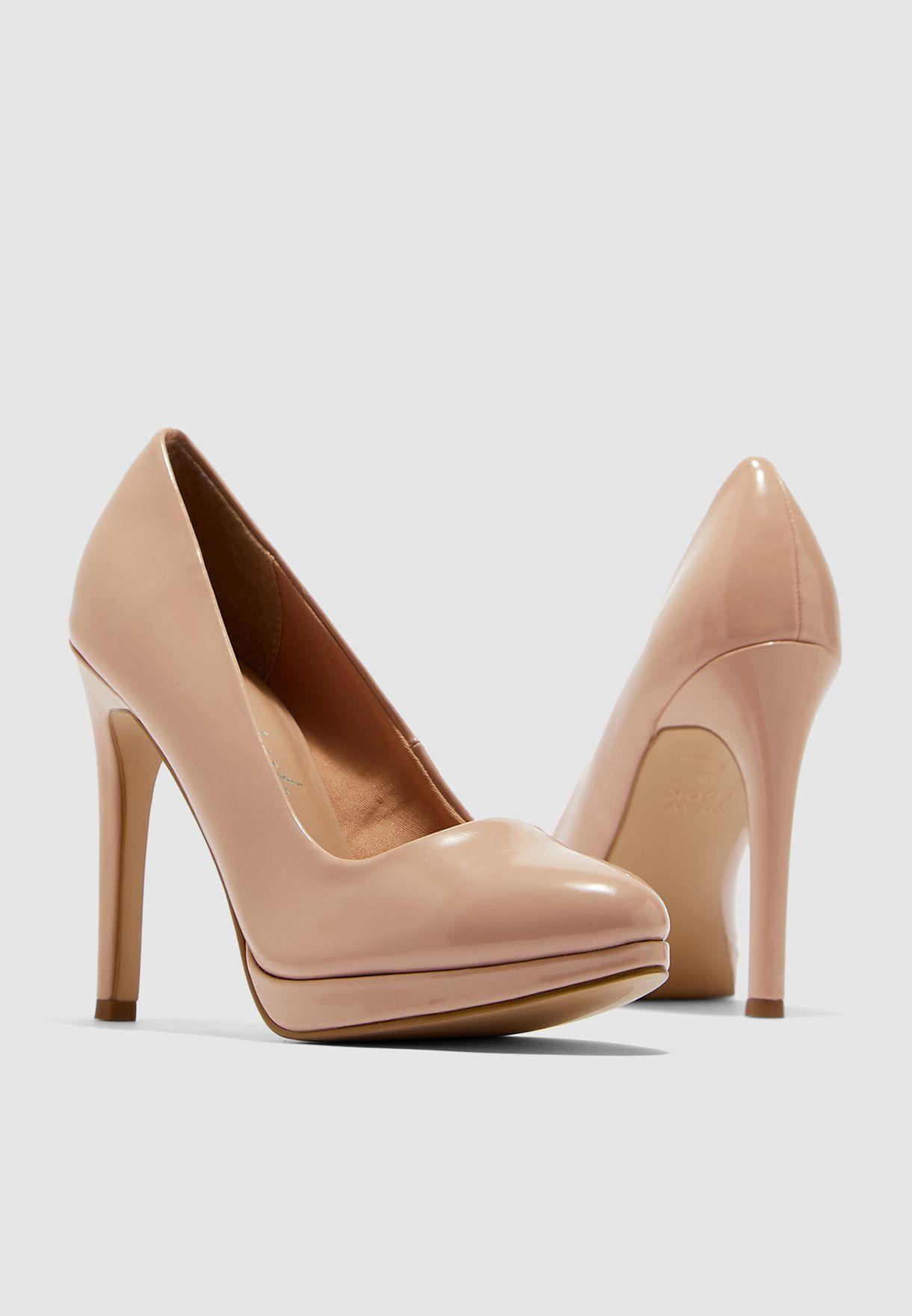 حذاء كعب عالي مستدق