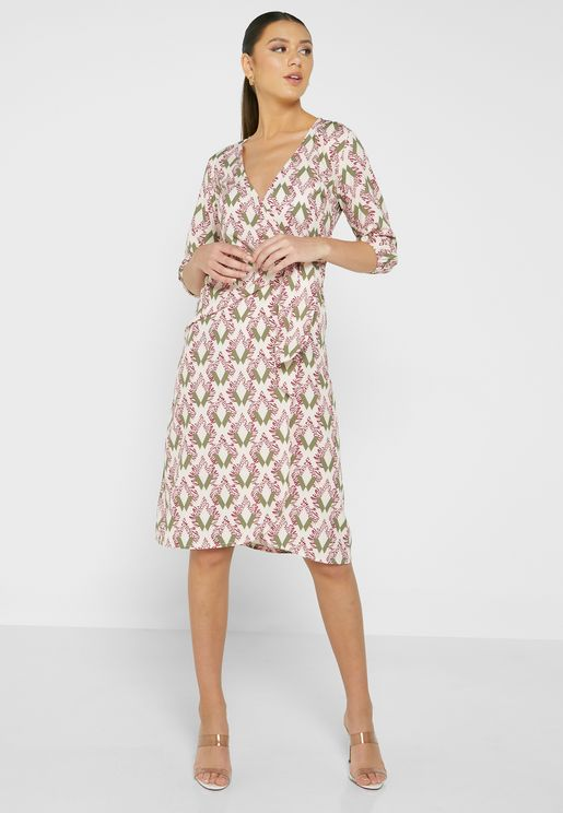 فستان مطبع بنمط لف