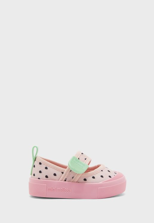 حذاء بشريط فلكرو