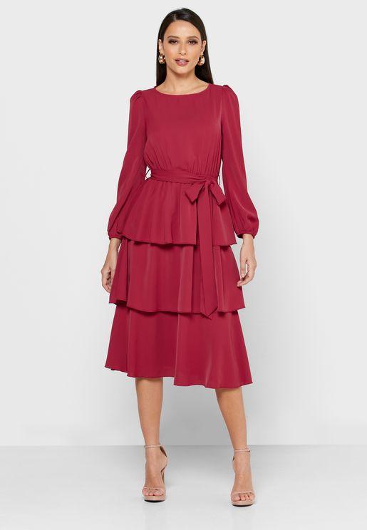 فستان بطبقات واربطة خصر