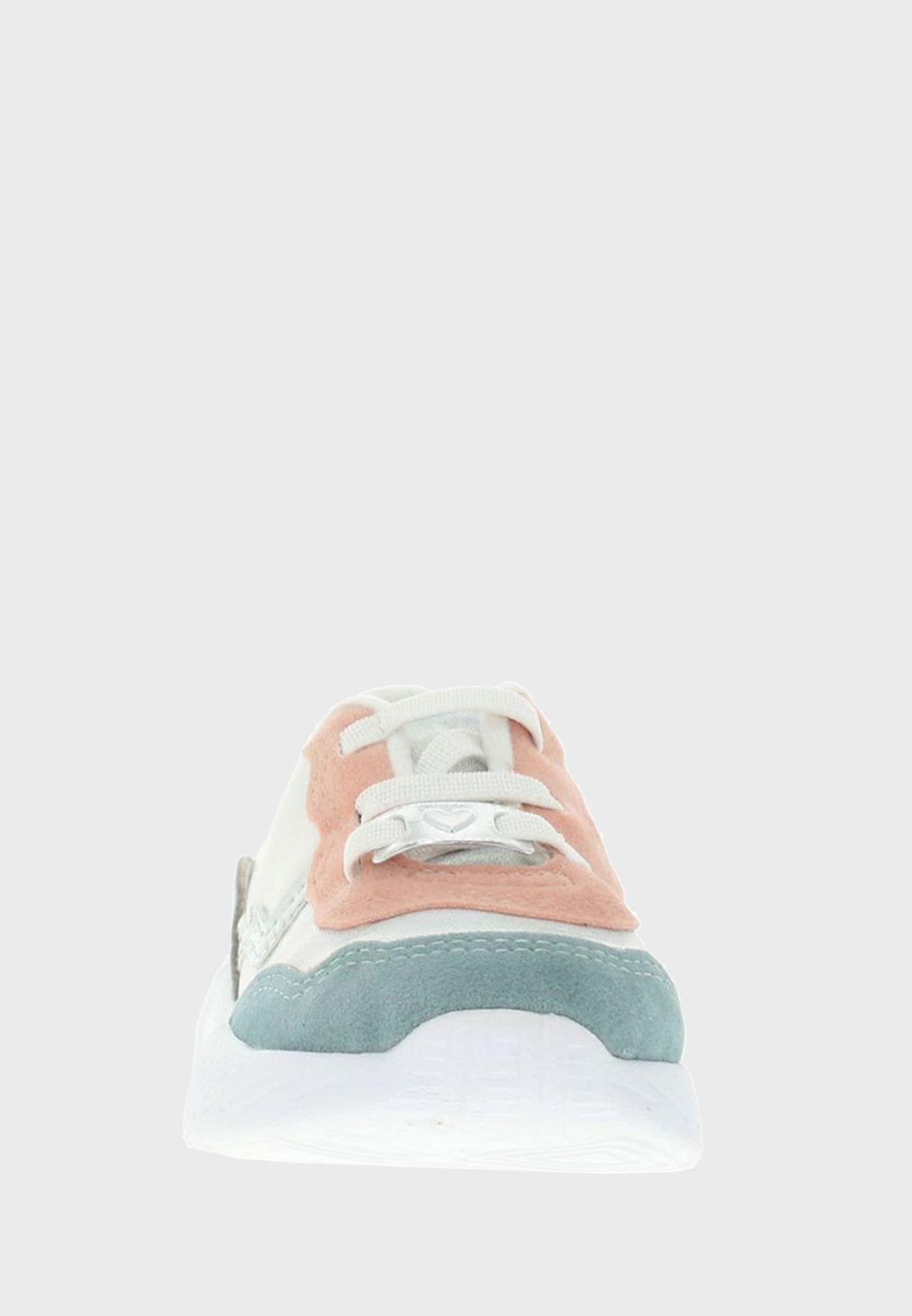 حذاء سنيكرز للرضع