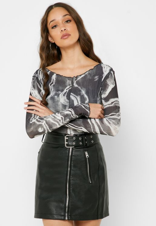 Scallop Detail Printed Top