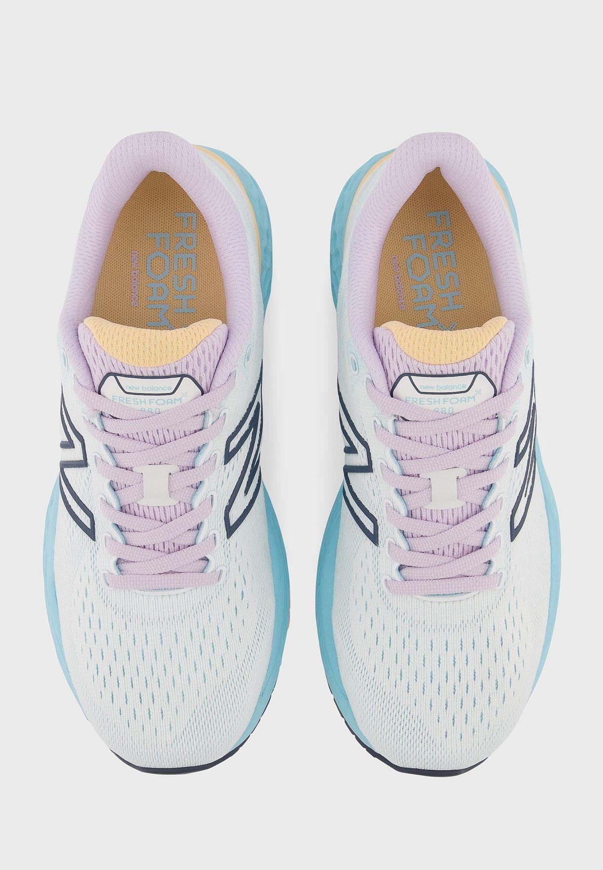 حذاء 880