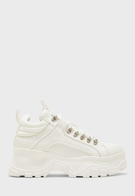 Fina Low-Top Sneaker