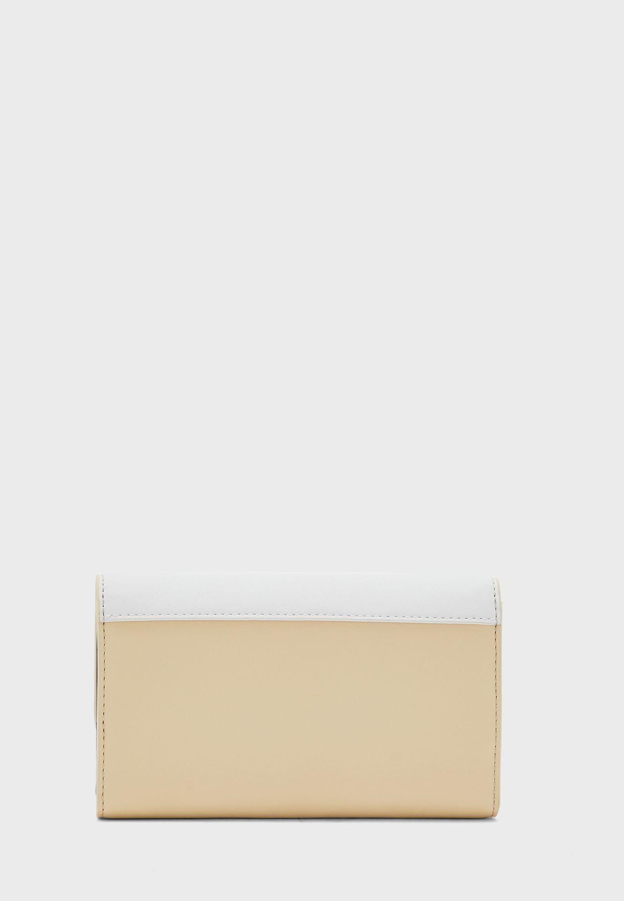 محفظة جلد مطوية