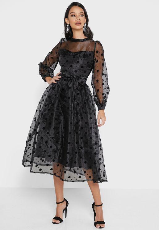 فستان بقصة مخروطية