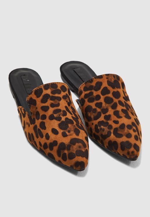 حذاء بطبعات ليوبارد