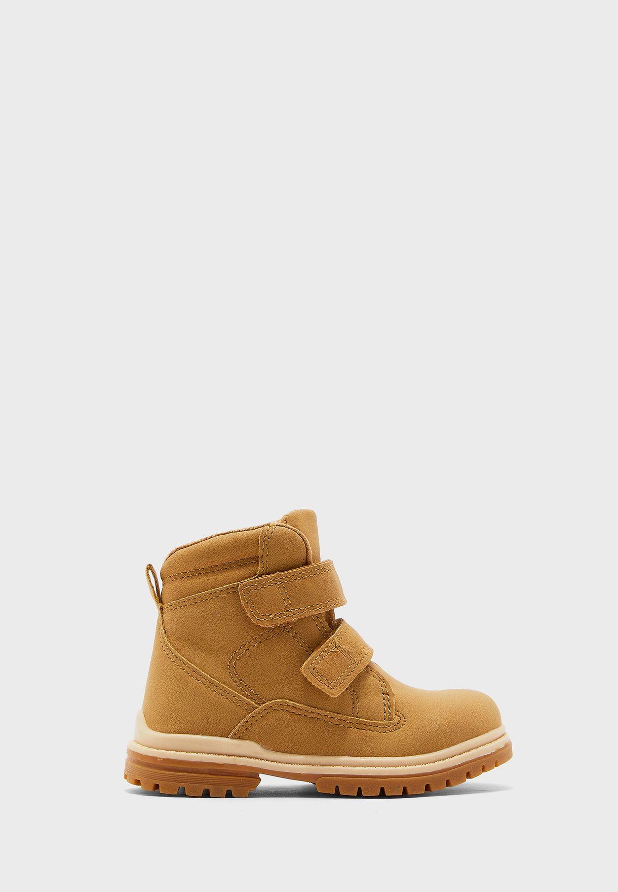 حذاء بشريطان فيلكرو