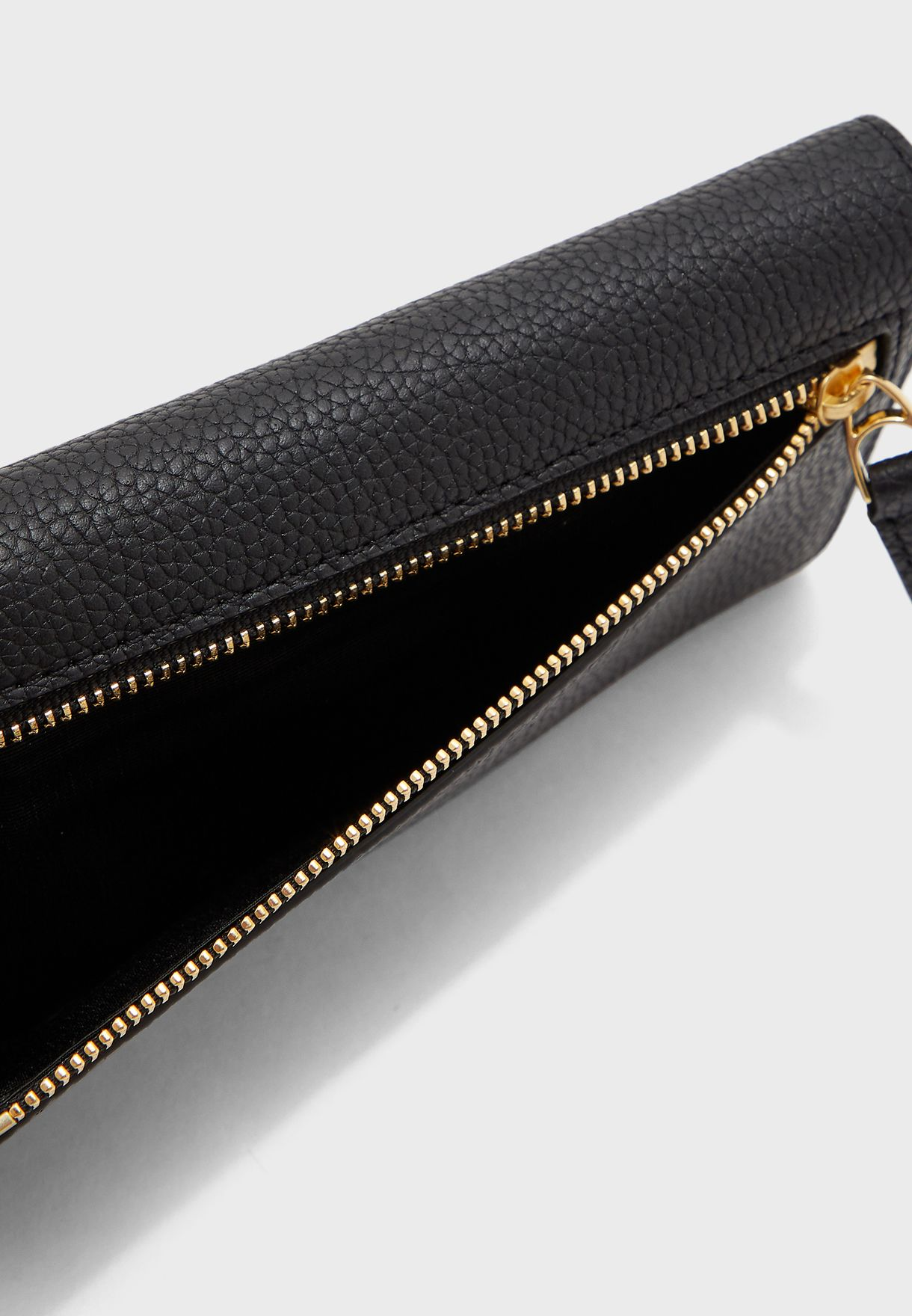 حقيبة نسائية متوسطة الحجم بشعار الماركة