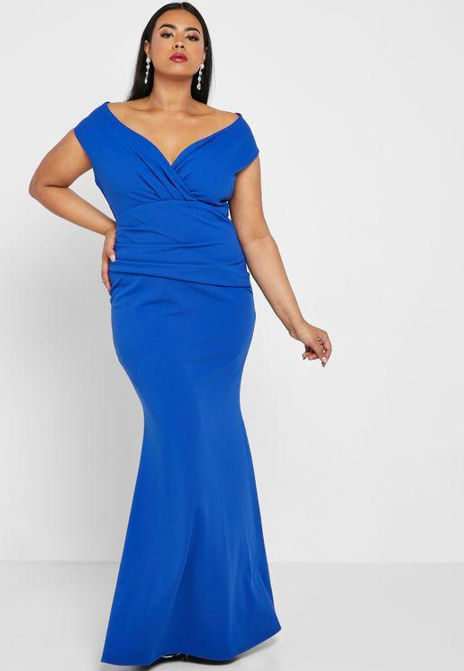 فستان بياقة V عميقة وحافة ذيل سمكة
