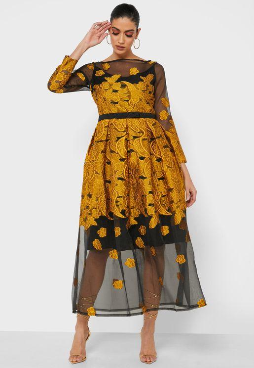 فستان باكتاف مكشوفة