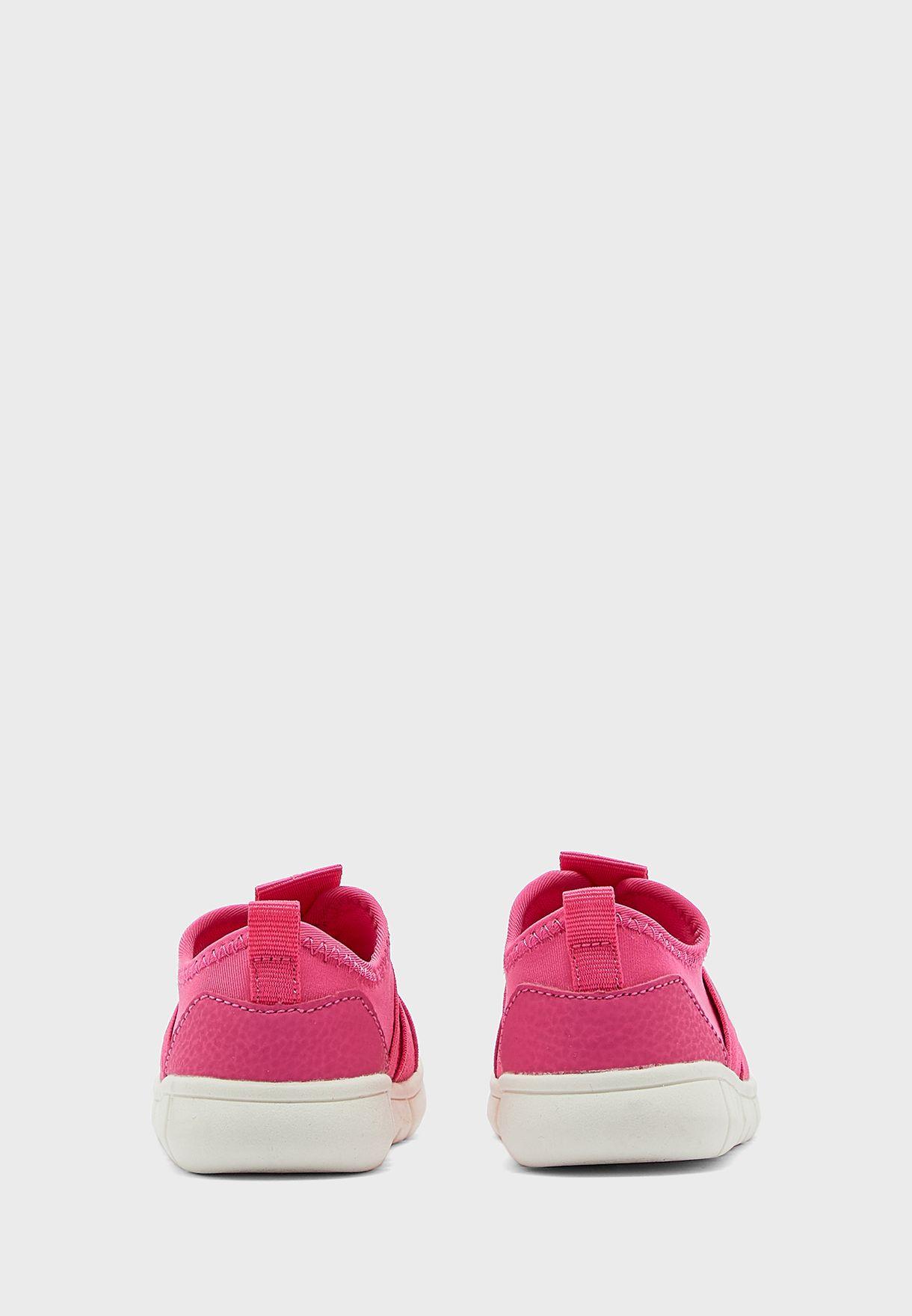 حذاء بنمط جورب للبيبي