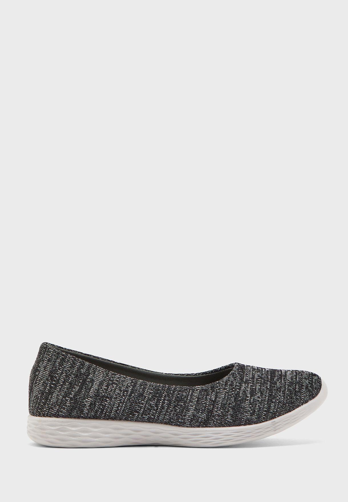 حذاء محبوك