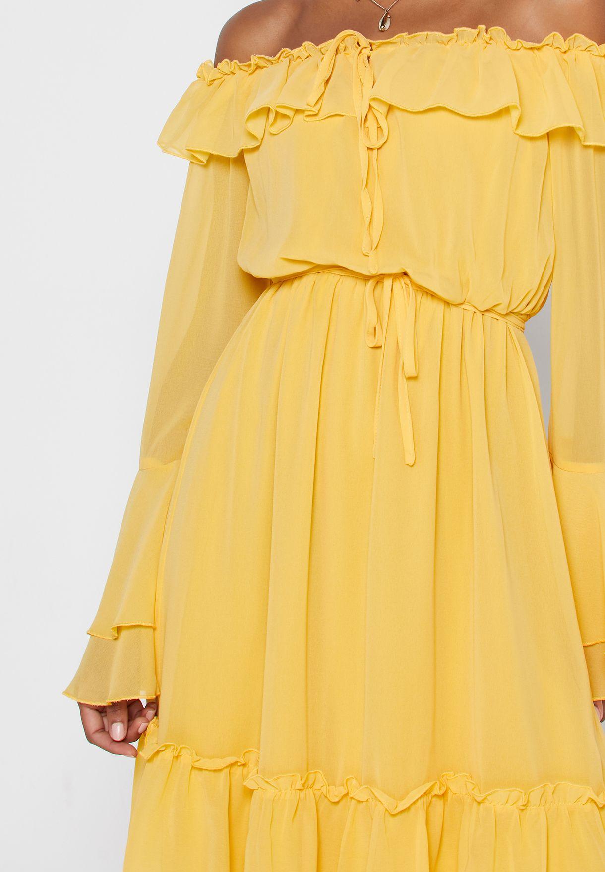 فستان عاري الاكتاف مزين بكشكش