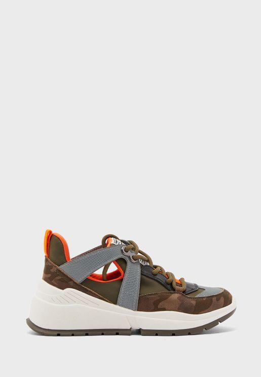 حذاء بطبقات ملونة