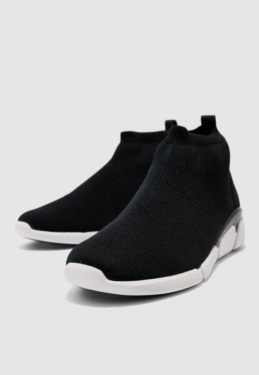 حذاء بنمط جورب