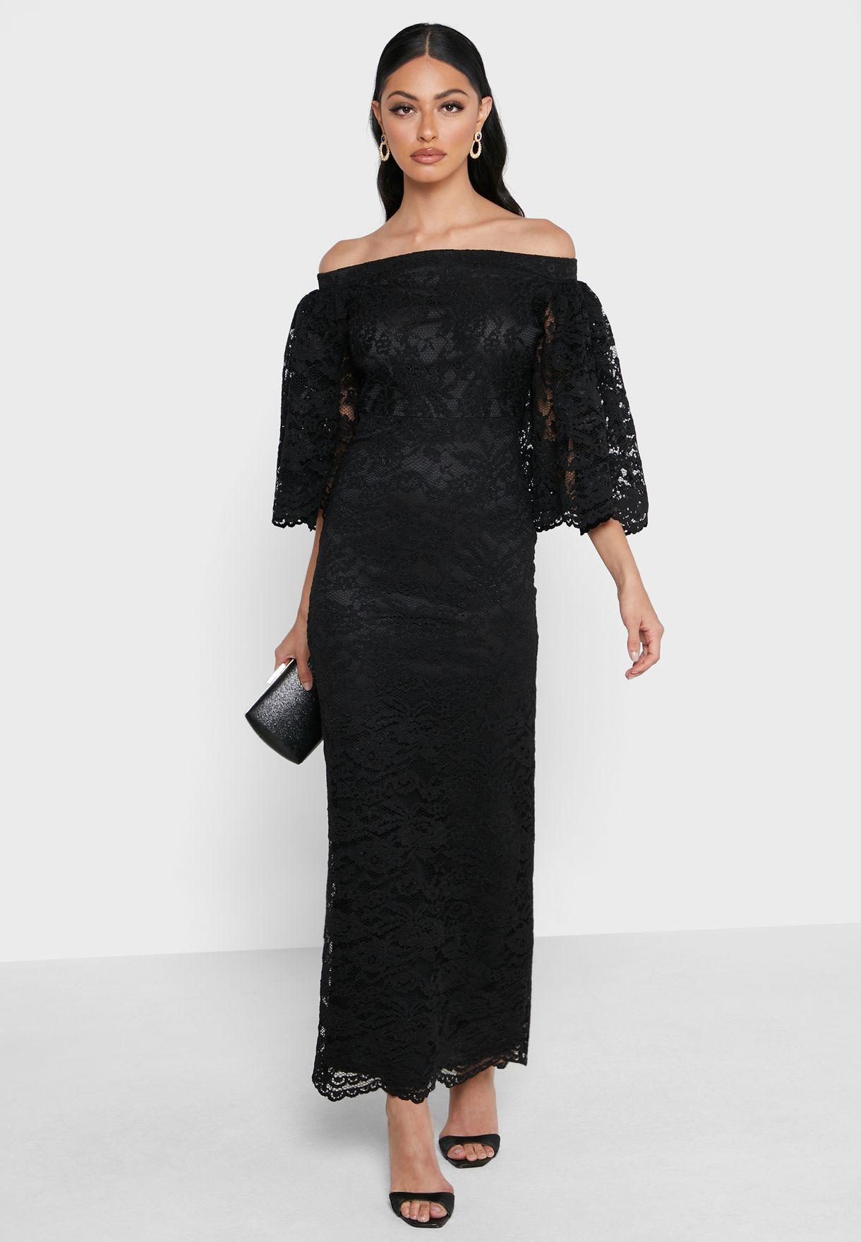 فستان دانتيل باكتاف عارية