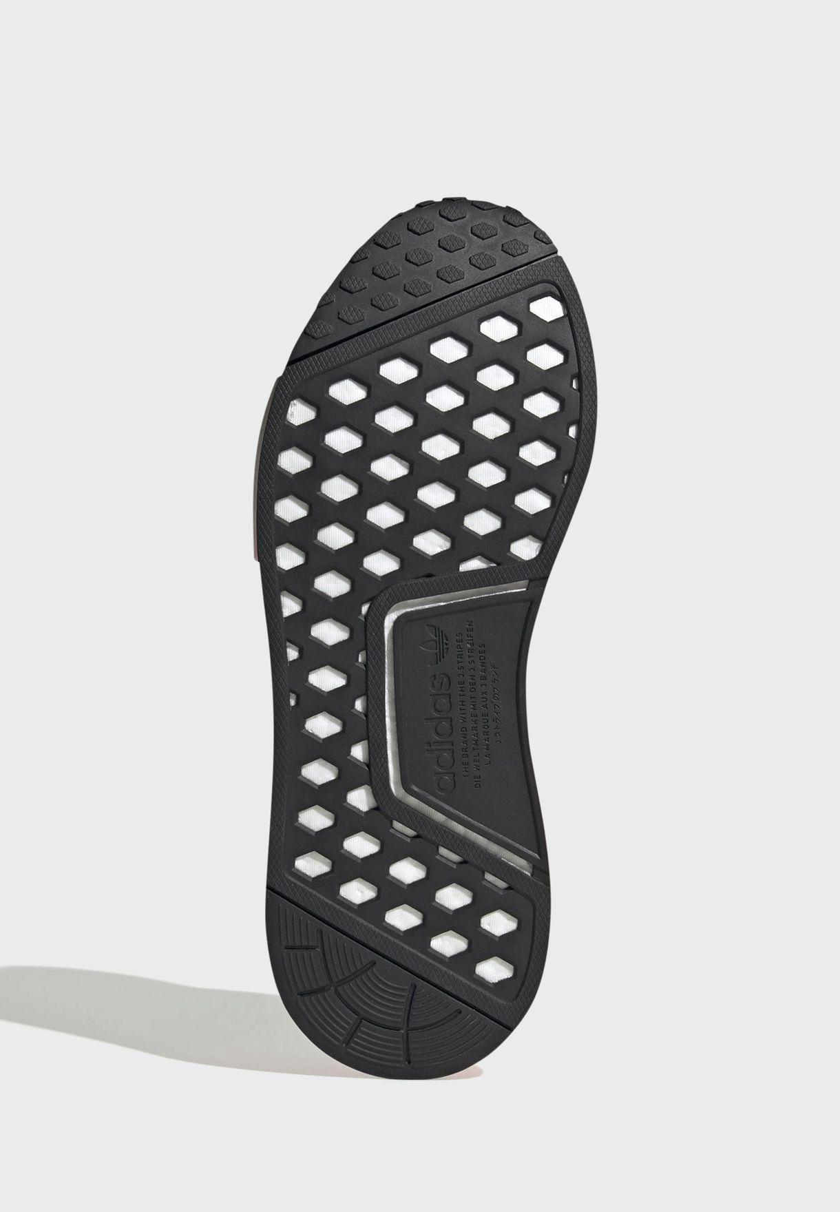 حذاء ان ام دي _ار 1