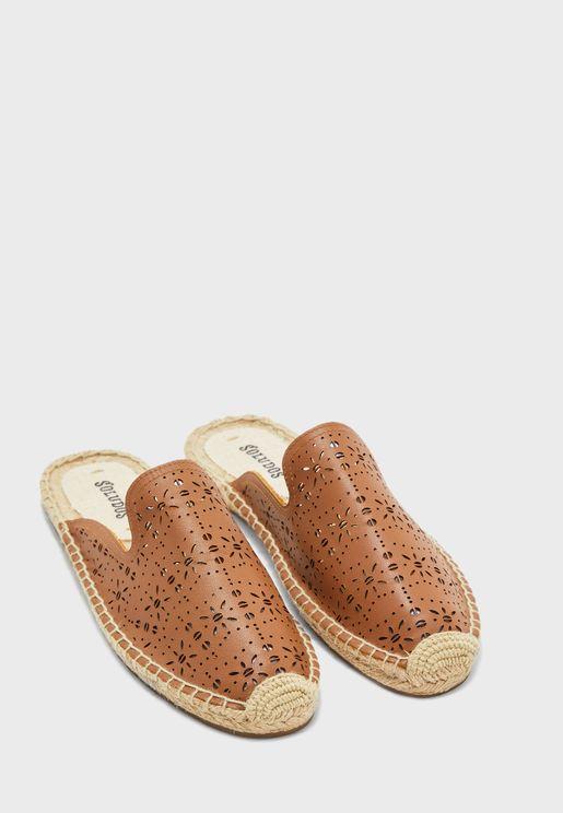 حذاء سهل الارتداء مزين بفتحات - سادل