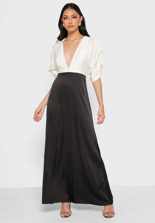 فستان ساتان بياقة واسعة