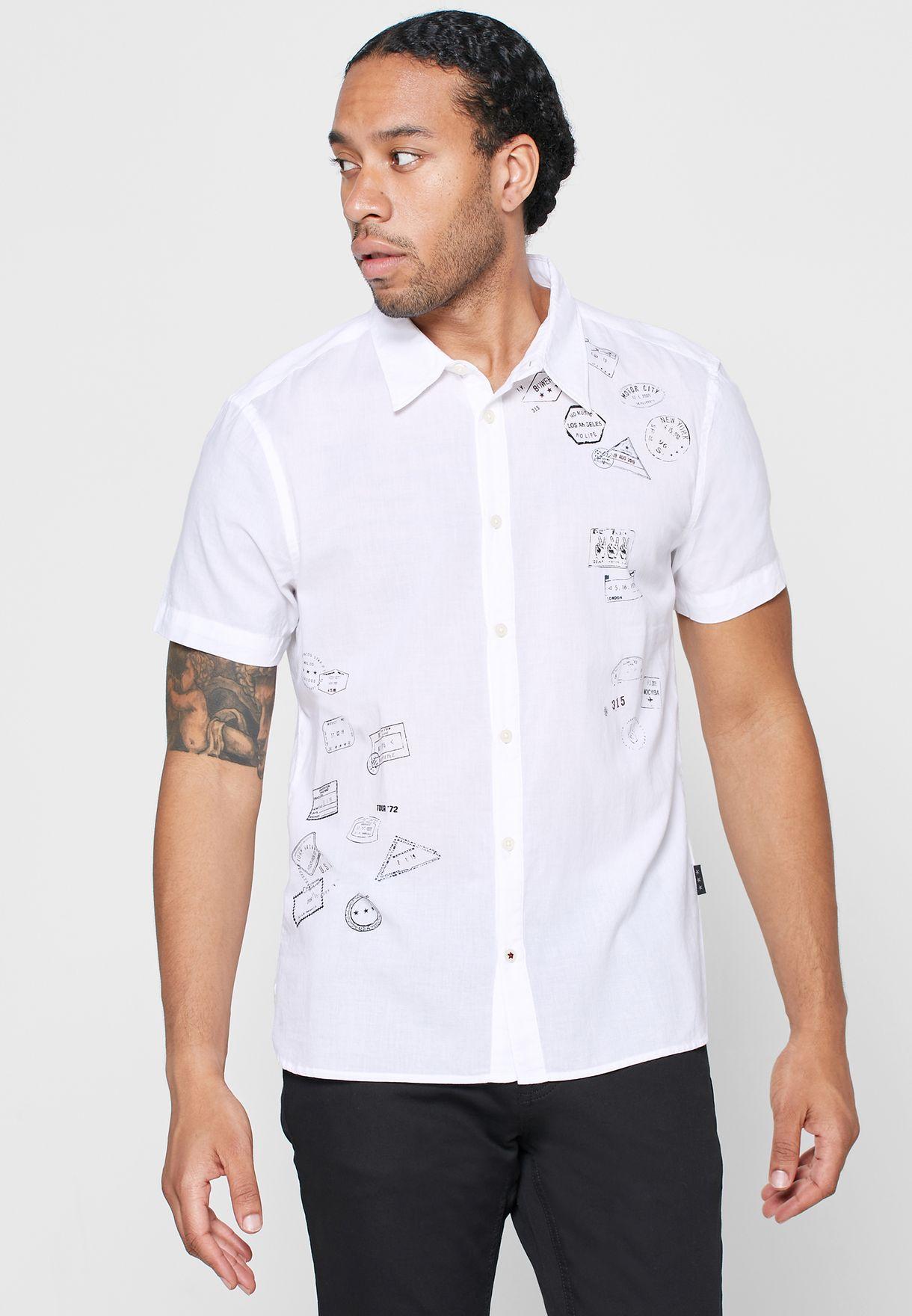 قميص بطبعة جرافيك