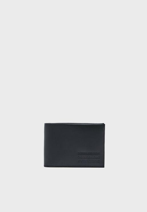 محفظة جلد اصلي مزينة بدرزات